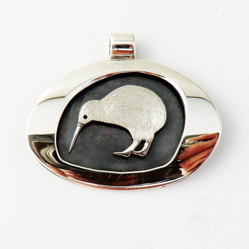 Kiwi pendant